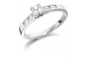 LADIES EMERALD AND BAGUETTE DIAMOND RING 0.57CT REF:GP2108