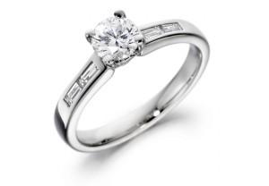 LADIES ROUND BRILLIANT AND BAGUETTE DIAMOND RING  0.74CT REF:GP2110